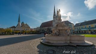 Altötting, Kapellplatz mit Marienbrunnen