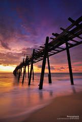 l2.10 (pattana92392) Tags: bridge sunset seawave sea longexposure coast