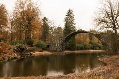 Im Park von Kromlau (kasper.martina) Tags: natur november kromlau rakotzbrücke bauten steine