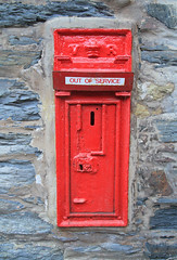 VR Postbox (Michael Evans images) Tags: postbox post box red queen victoria tresaith wall