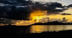 sunrise over Hinchinbrook Island (harry de haan, the cameraman) Tags: harrydehaan realityphotographer realityphotography documentaryphotography nikon d5500 streetphotography straatfotografie verhalendefotografie fotosdieietstevertellenhebben storytelling asiseeit eyewitness queensland qld brisbane cairns fnq daybreak jasbond007 clouds coralsea