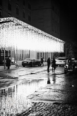 Street Photography-20171213-302-Edit.jpg (Edmond Terakopian) Tags: chic night doorman bowlerhat monochrom season streetphotography xmas christmas holiday lights exclusive wealth rich london rollsroyce hotel rain decoration bw oppulance elegant blackandwhite theberkeley unitedkingdom gbr monochrome