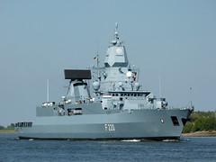 Fregatte Hamburg (Martin To.) Tags: fregatte schiff kriegsschiff marine maritim warship kriegsmarine bundeswehr norddeutschland ship navyseals