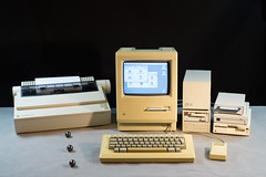 Macintosh Plus (Born_In_6502) Tags: retro retrocomputing retrocomputers oldcomputers vintagecomputers vintagecomputing beautyshots podstawczynski adampodstawczynski