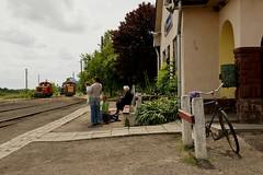 Schmalspurbahn Nyíregyháza by svenweißenborn - Lang, lang ist es her...... Herminatanya, der Zug aus Nyíregyháza wird geteilt, einmal Dombrád und einmal nach Balsa.