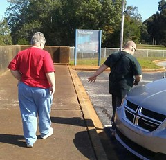 10/20/17 - Walking back to the van (CubMelodic23) Tags: october 2017 vacation trip alabama wheelerdam selfportrait me dave mom family