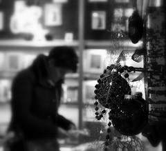 _christmas shopping (SpitMcGee) Tags: christmasshopping weihnachtseinkauf christbaumkugeln christmasbaubles blackwhite schwarzweis hmbt spitmcgee