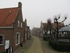 Nieuwstad, Hindeloopen (Stewie1980) Tags: hindeloopen friesland hylpen fryslân nederland netherlands nieuwstad straat vondelingenplein historic street houses mist fog