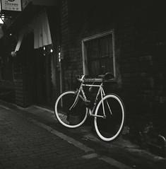 (Ah - Wei) Tags: rolleiflex shanghaigp3 medium bw film 120 6x6 street taiwan bicycle