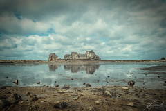 Das Haus am See (Thomas Junior Fotografie) Tags: goufre plougrescant breizh brittany bretagne landscape scenery sony sky clouds blue water plage sea sand house old stone granit france vacation urbanexplorer light lumiere sujets castel meur alpha77 alpha77mii