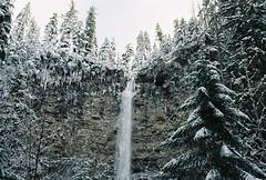 Oregon waterfall (olovsebastian) Tags: canon canoneos canoneos620 eos kodak kodakcolorplus kodakcolorplus200 colorplus200 oregon analog analogue analoguephotography analogphotography film filmphotography