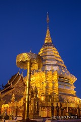 Chiang Mai - Wat Phra That Doi Suthep (Rolandito.) Tags: asia southeast south east thailand wat phra that doi suthep chiang mai blue hour evening dusk twilight gold golden stupa