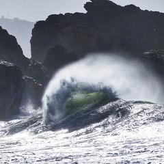 Nazaré kite surfing