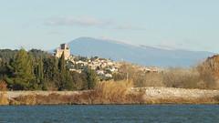 Châteauneuf-du-Pape sur fond de Ventoux (maxguitare1) Tags: chateau castel rhône eau agua water acqua ventoux montagne mountain montagna montaña paysage landscape paesaggio paisaje castillo france