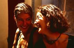 O'Grove, Sybille and Antje happy (blauepics) Tags: spanien spain espana ogrove galicia galizien woman frau girl mädchen beautiful schön attractive attraktiv smile lachen happy glücklich friendship freundschaft deutsche german