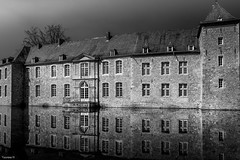 Château d'Annevoie - 4082 (YᗩSᗰIᘉᗴ HᗴᘉS +12 000 000 thx❀) Tags: bn nb blackandwhite noiretblanc castle monochrome belgium aa bel be europa architecture yasminehens hensyasmine water reflexion reflets réflection reflection reflet 7dwf