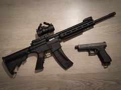 MP15-22 & G17 (Nicolas FYH) Tags: magpul rifle weapon gun pistol pistolet fusil carabine magwell utg optic glock sw smith wesson tactical military army