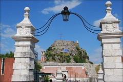 Fortaleza Antigua (Corfú, Grecia, 12-6-2017) (Juanje Orío) Tags: 2017 corfú greece grecia patrimoniodelahumanidad worldheritage bandera flag fortaleza fortress europeanunion europa europe