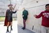 le glaive et la perche (yaya13baut) Tags: roma rome italia italy gladiator tourism tourists sword pole stick selfiestick seller street streetphotography streetphoto streetphotographers streetphotographer streettogs strada fotografiadistrada color leica leicaq leicadigital leicacamera