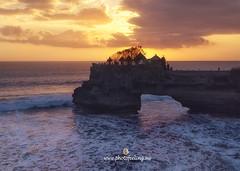 Bali sunset in Batu Bolong (joana dueñas) Tags: indonesia bali batubalong watertemple rock temple sunset summer hinduism strongwaves joanadueñas photofeeling