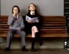 Comercial Bon Bon Bum de Colombina y Costa (Hoy sólo de Colombina) (Octubre 1998) (hernánpatriciovegaberardi (1)) Tags: comercial bon bum colombina costa chile 1998 tierna niña ❤ piernas rodillas sentada