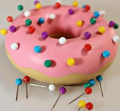 2017 Sydney: Disappointing Donut (dominotic) Tags: 2017 deskdonut minidonut minipushpins ministickpins inedibledonut pink macromondays stick circle sydney australia
