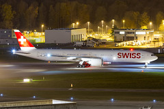 HB-JNA Swiss Boeing 777-3DE(ER) (buchroeder.paul) Tags: hbjna swiss boeing 7773deer lszh zrh zurich airport switzerland europe ground night