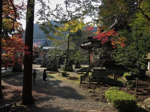 Awatabe's Okafuto shrine, mid-afternoon sun