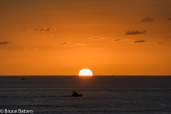 171207 Honolulu-06.jpg (Bruce Batten) Tags: sun locations sunsets trips occasions celestialobjects subjects vehicles cloudssky atmosphericphenomena boats businessresearchtrips hawaii usa honolulu unitedstates us