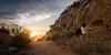 Coronando nuestras propias cimas... (Giacomo della Sera) Tags: perro perruno perruna rumba border collie compañera viaje travel atardecer sunset puesta de sol luz light azul amarillo colores cielo paisaje arena sand