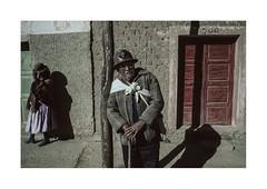 Old miner.  ( El Alto - La Paz ) 1991 (José Luis Cosme Giral) Tags: oldminer portrait couple travel street nikon fe scanned 1991 elalto la paz bolivia
