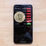 Bitcoin-Kursanstieg 2017 dargestellt auf der Aktien-App des Apple iPhone X thumbnail