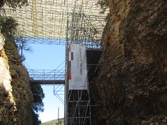 The Elephant Abyss, Atapuerca (d.kevan) Tags: atapuerca spain scaffolding burgos paleontologicalsites signs excavations banners rocks plants walkways theelephantabyss railwaycuttings