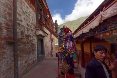 Tibetans visit Drepung monastery, Tibet 2017 (reurinkjan) Tags: tibetབོད བོད་ལྗོངས། 2017 ༢༠༡༧་ ©janreurink tibetanplateauབོད་མཐོ་སྒང་bötogang tibetautonomousregion tar ütsang lhasaautonomousprefecture lhasaལྷ་ས།county drepunggonpaའབྲས་སྤུངམཚོ་ trashipendendrepunggön བཀྲ་ཤིས་དཔལ་ལྡན་འབྲས་སྤུངས་དགོན། drepungmonastery pilgrimགནས་བསྐོར་བ་nekorwaསྐོར་མིkormi pilgrimageགནས་བསྐོརnekor onpilgrimageགནས་སྐོར་པnekorpa greatsacredplaceགནས་ཆེནnechen tibetanབོད་པböpa sunriseཉི་ཤར།nyishar sunisrisingཉི་མ་འཆརnyimanchar tibetanpeopleབོད་མིbömi བོད་འབངསbömbang thewildfolksoftibetབོད་སྲིནbösin tibetanpeopleབོད་རིགསbörik