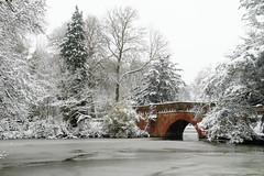 Let it snow! (victadel90) Tags: canon hill park snow nieve blanco white england birmingham uk christmast bridge lake winter
