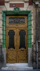 Rue Remilly, Versailles (Ivan van Nek) Tags: rueremilly versailles îledefrance 78 france frankreich frankrijk doorsandwindows door deur ramenendeuren porte tür nikon nikond7200 d7200