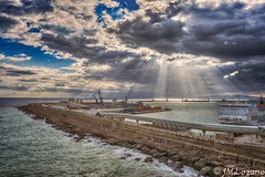 puerto de Melilla (josmanmelilla) Tags: pwmelilla pwdmelilla flickphotowalk nubes cielo melilla sony mar