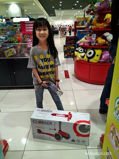 Yu En with her new Skate Scooter