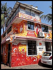 Waroda Road : Bandra : Wall Art (indianature13) Tags: indianature street streetlife streetart graffiti wallart wallmural bandrastreetart bandrawallart bandragraffiti art painting culture society bandra bombay mumbai india maharashtra november 2017 urbanculture warodaroadbandra mural mumbaipublicmurals bap bollywoodartproject ranjitdahiya startindia mumbaiwallmural mumbaiwallpainting haikujam bademoochwale 400050 mumbai400050 bandrasuburb vandre