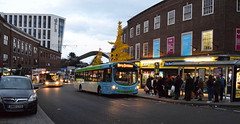 Merry Christmas! (on 4th November 2017) (paulburr73) Tags: 2172 merrychristmas festive trinitystreet coventry queue queuing busstop service20 bedworth longford nxc nationalexpress busshelter november 2017 bus buses volvo b7rle wrightbus wright eclipseurban westmidlands 2020a20e