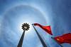 Halo solaire - Sun halo - 19/07/2017 - Hangzhou (China) (Geoffrey Maillard) Tags: sun soleil summer effect effet solaire optique halo drapeau chine chinois china chinese flag optic arc arcs arcenciel sonne optik light lumière licht refraction jour day asie asia asien asian asiatique ciel sky himmel