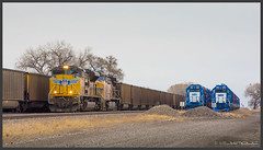 UP and GMTX (Schnitzel_bank) Tags: bridgeport nebraska vereinigtestaaten usa emd gp382 unitedstatesofamerica gmtx hlcx rail bahn railroadphotography train vlak spoorwegen railroad railway treno trein поезд canon eos60d sd70ace ge ac44cwcte up unionpacific