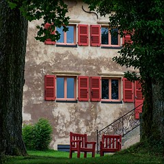 Maison du Parc - Saint-Brisson (Eric@focus) Tags: red chair viveza colorefexpro sharpenerpro pse2018 morvan shutter greatphotographers