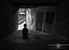 Luar (Javier Colmenero) Tags: cuenca castillalamancha españa es blancoynegro blackwhite nikon nikond7200 portait retrato callejón alley waiting monocrome boy stairs escaleras monocromo