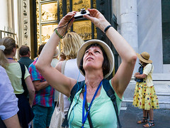 Snap #053 (Peter.Bartlett) Tags: hat urban tourists candid woman streetphotography people camera city urbanarte peterbartlett bag lunaphoto door firenze toscana italy it