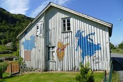 Winnie Puuh (Stefan Giese) Tags: norwegen norway panasonic fz1000 haus häuser gebäude building holzhaus graffiti kunst art winniepuh puhderbär puh vestagder