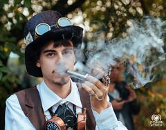 Steampunk (andrea.prave) Tags: luccacomics luccacomicsgames luccacomics2017 luccacomicsgames2017 2017 lucca luccacg luccacg17 luccacg2017 cosplayer cosplay costumi コスプレ steampunk svapa svampa smoke smoker pipe pipa svapo