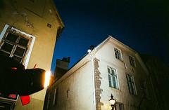 Image 2586 (Narkissos.) Tags: 2015 fall colour film leicam4p leica m4p elmarit28mmf28iv leicaelmarit28mmf28iv elmarit 28mm f28 kodakcolorplus200 kodak colorplus200 c41 colournegative 35mmfilm minoltadimageelite5400 minolta tallinn estonia oldtown