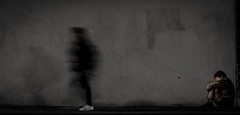 Lonely is a feeling when no one cares. (Ayoub X) Tags: projet365 project365 365challenge monochrome day16 jour16 streetart