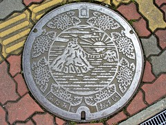Futami Mie, manhole cover (三重県二見町のマンホール) (MRSY) Tags: manhole futami mie japan sea rock sun flower 景勝地 ヒマワリ